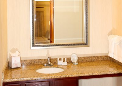 SenS Extended-Stay Residence Livermore Vanity